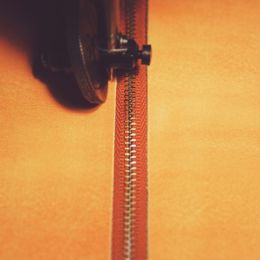 レザーポーチの縫製