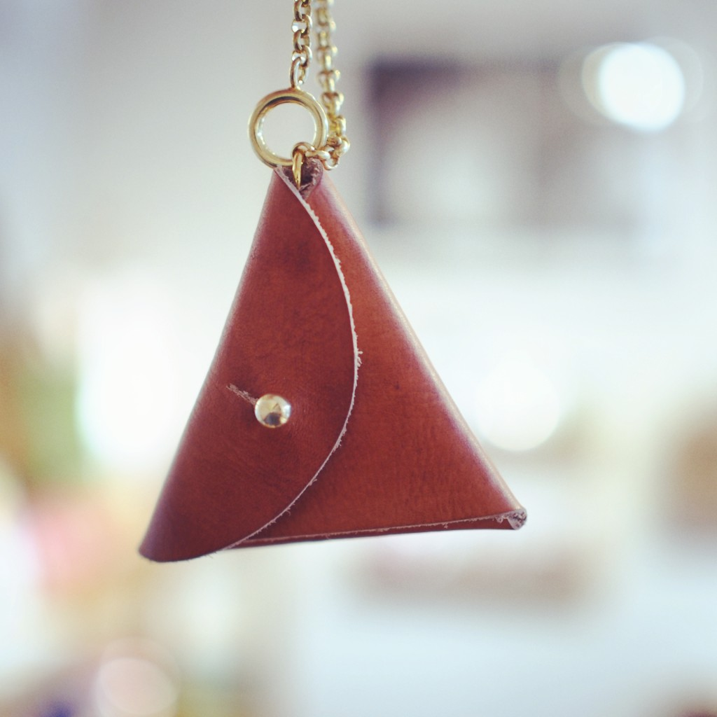 三角バッグチャーム コインケース
