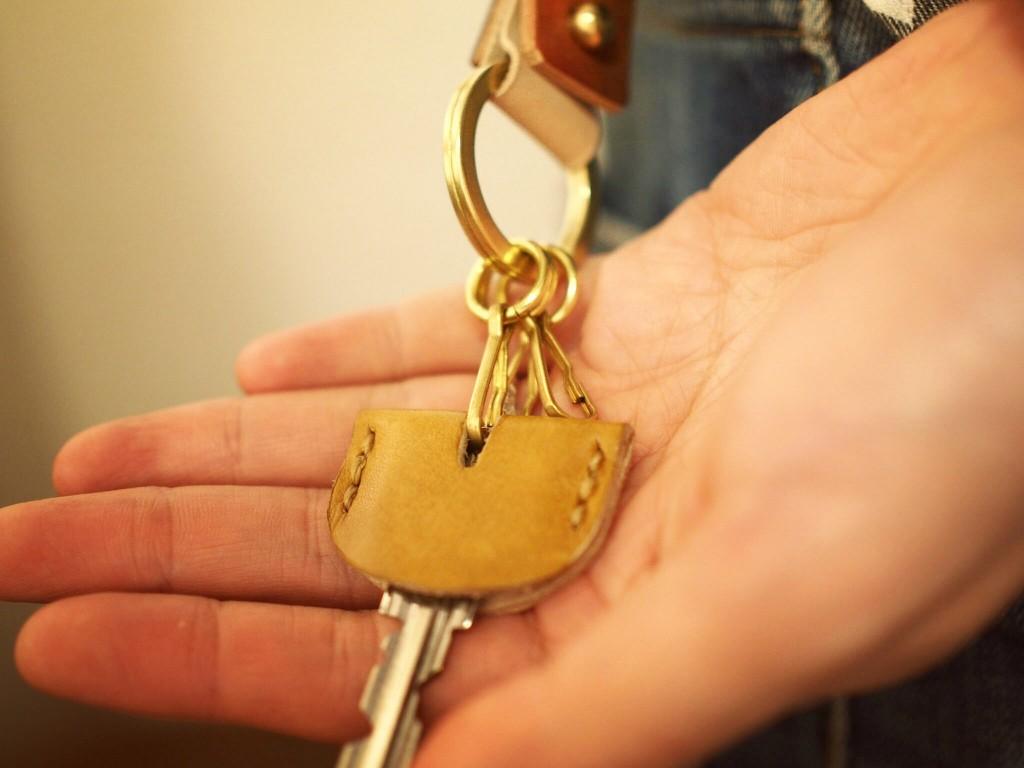 キーリングに鍵を取り付ける